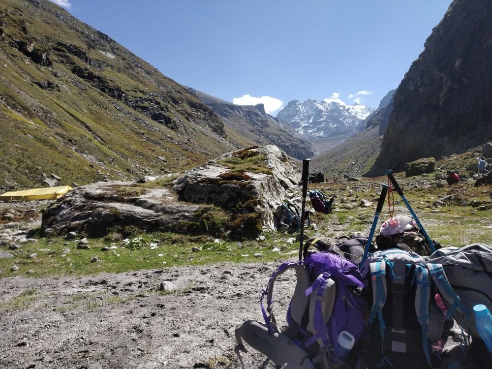 offloading backpack during trek